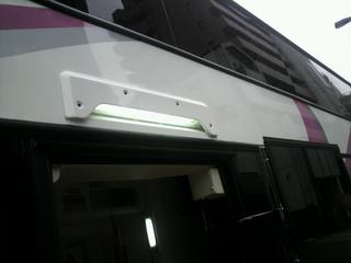 ウイラーバス プリマの中央乗降口上部の照明